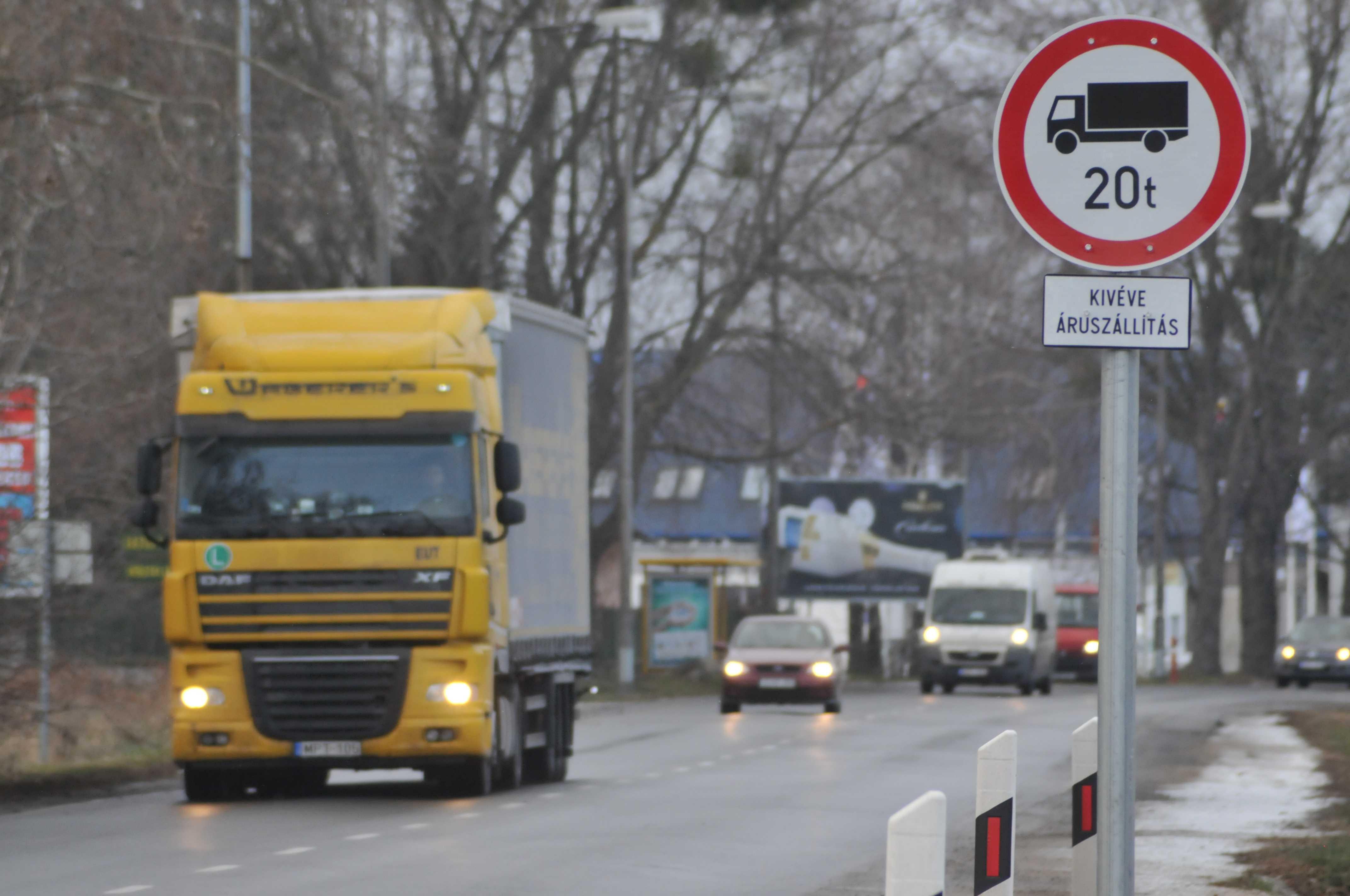Súlykorlátozással csökkentenék a teherforgalmat