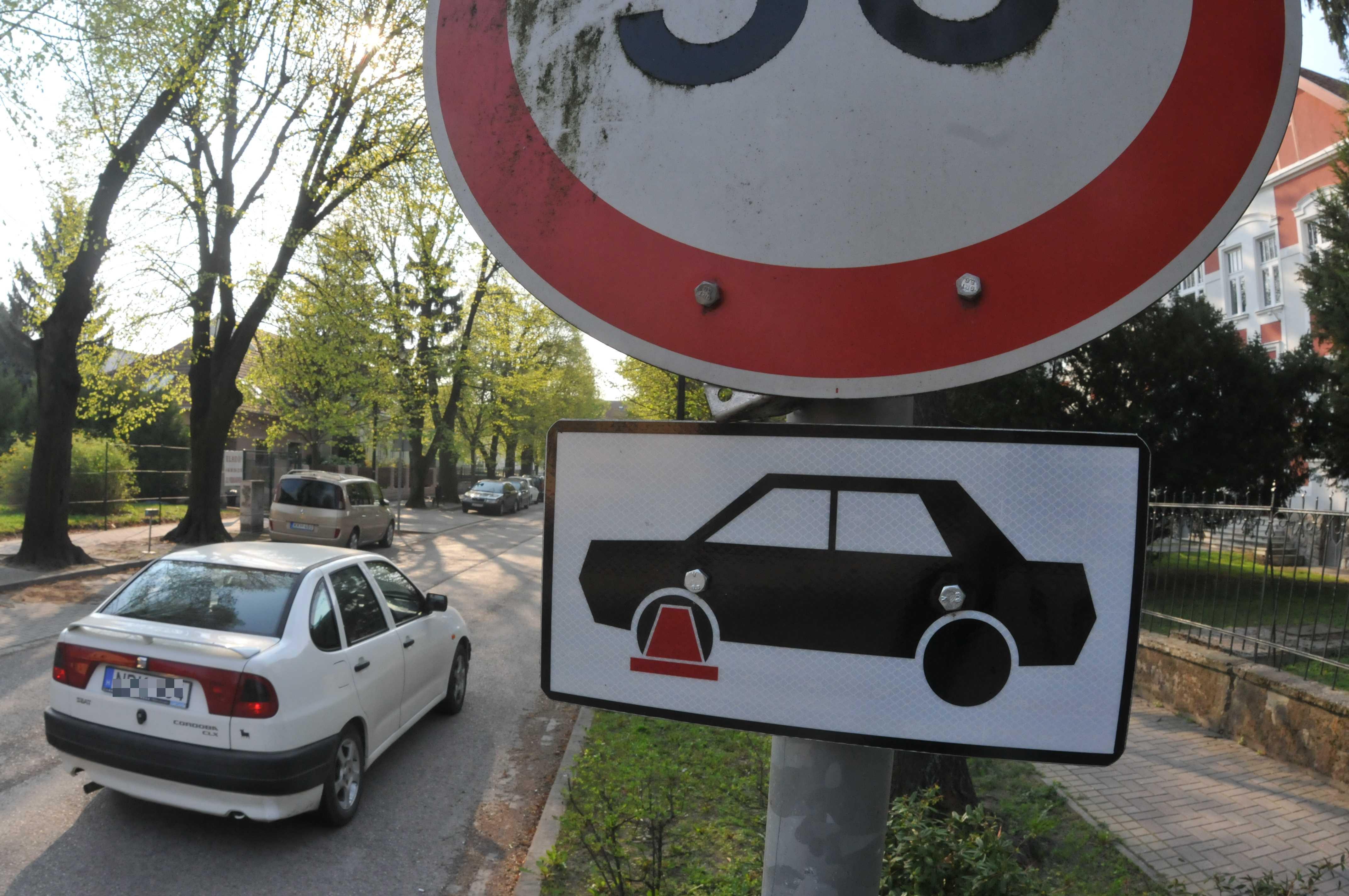Kerékbilincs is járhat a tilosban parkolásért