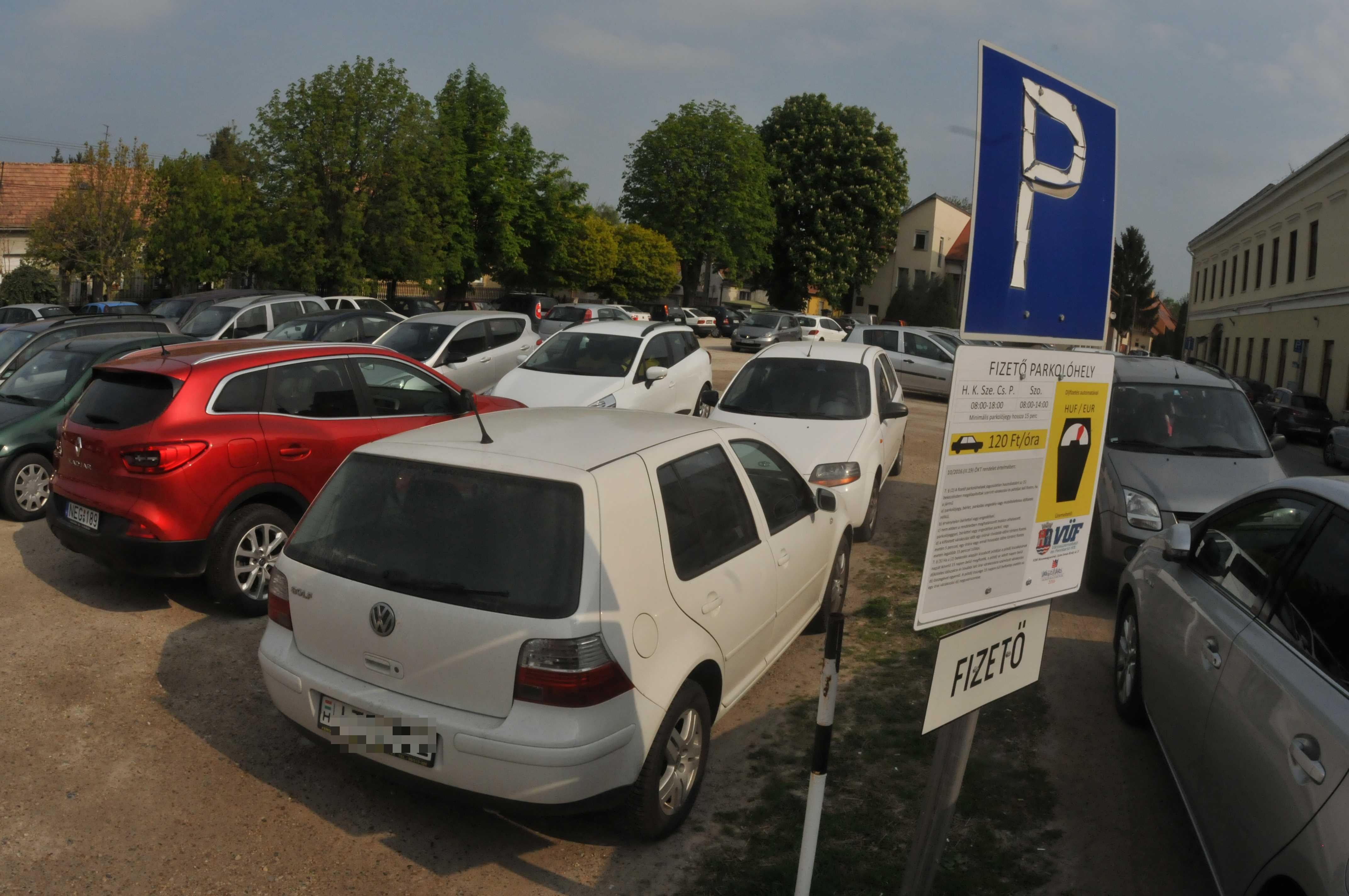 Több parkoló kellene
