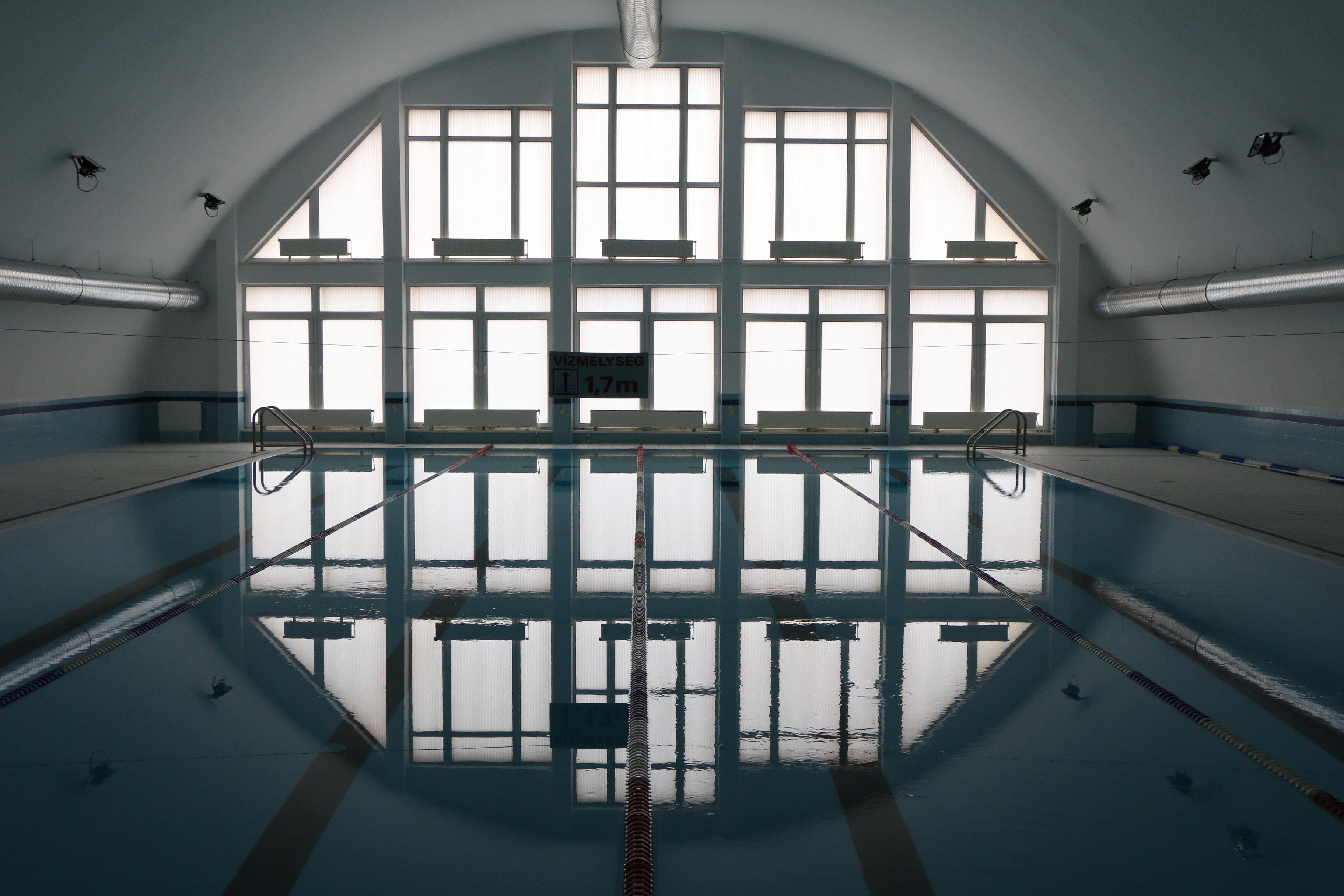 Hétfőtől újra úszhatnak