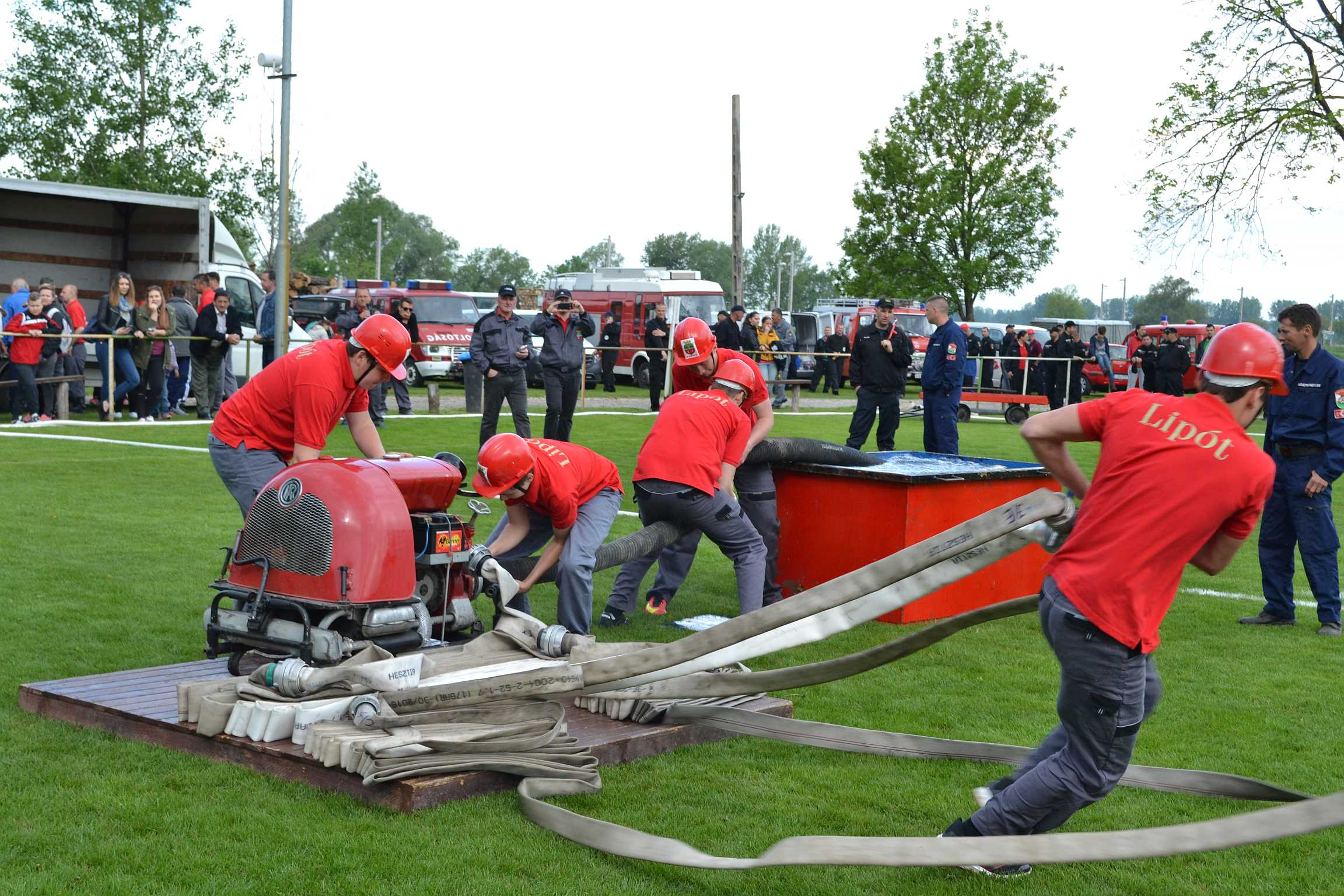 Önkéntes tűzoltók versenyeztek