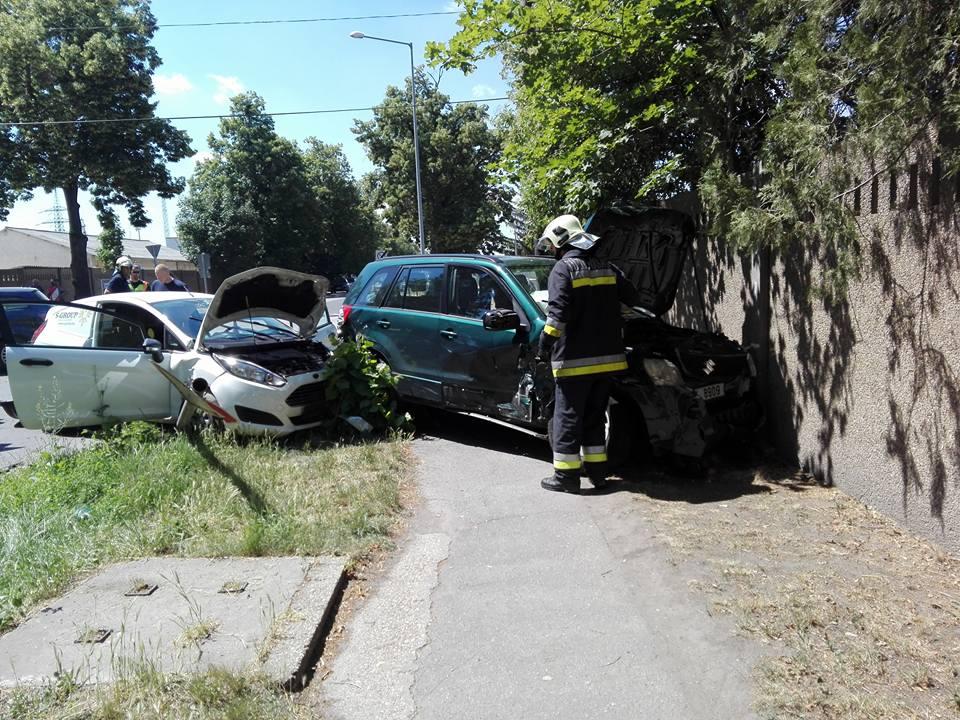 Négy autó ütközött