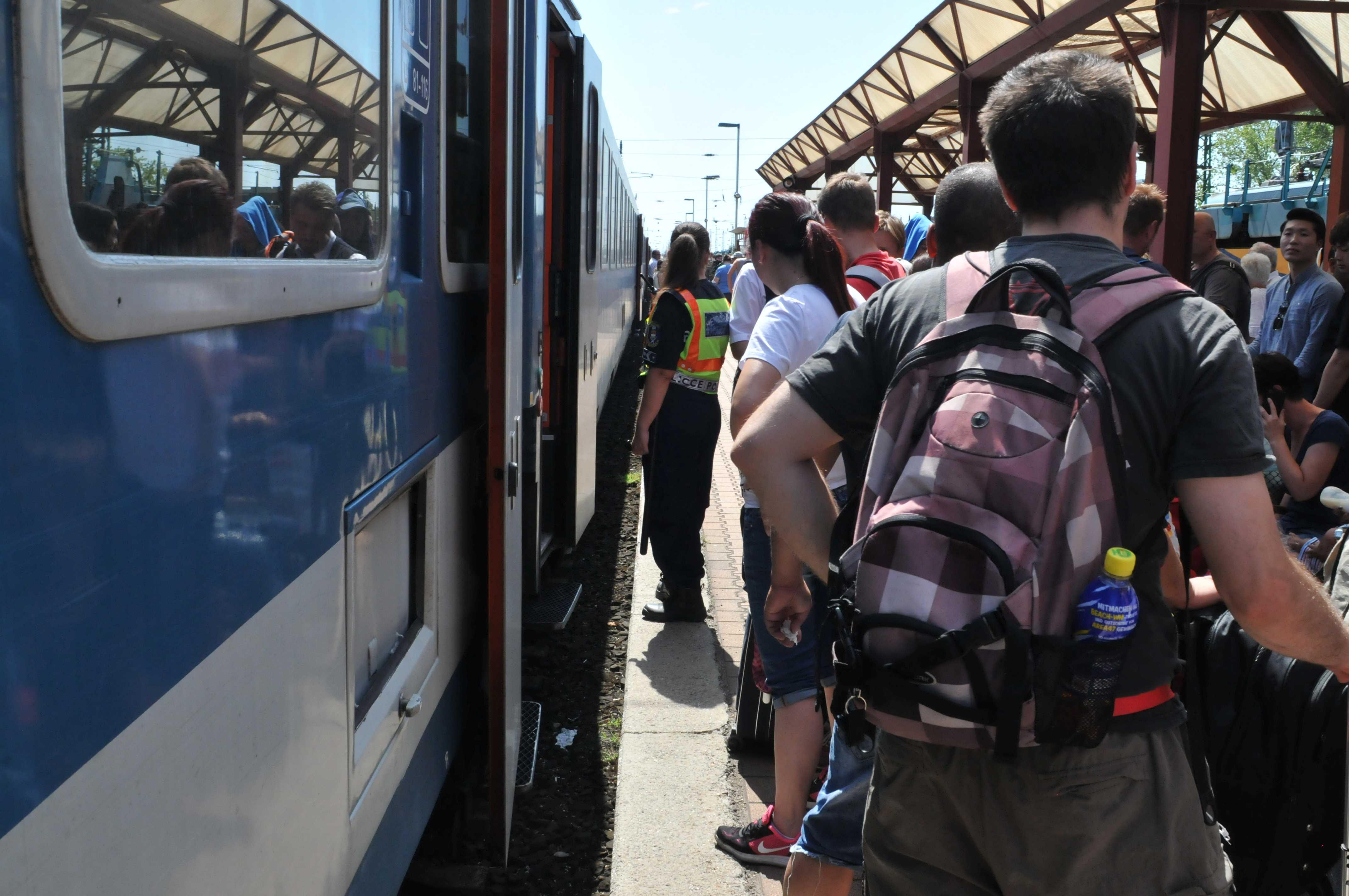 Bombafenyegetés miatt állnak a nemzetközi vonatok
