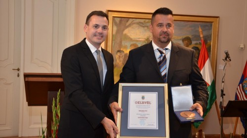 Megyei díj az elnöknek
