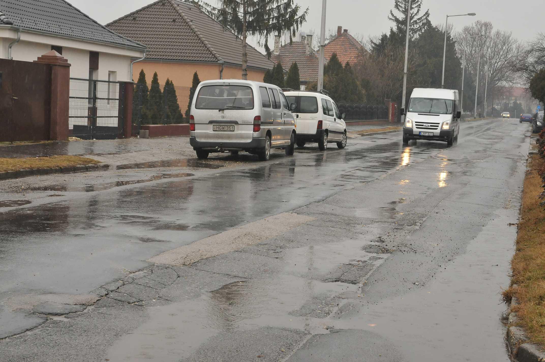 Hamarosan kezdődik a Gyári út felújítása