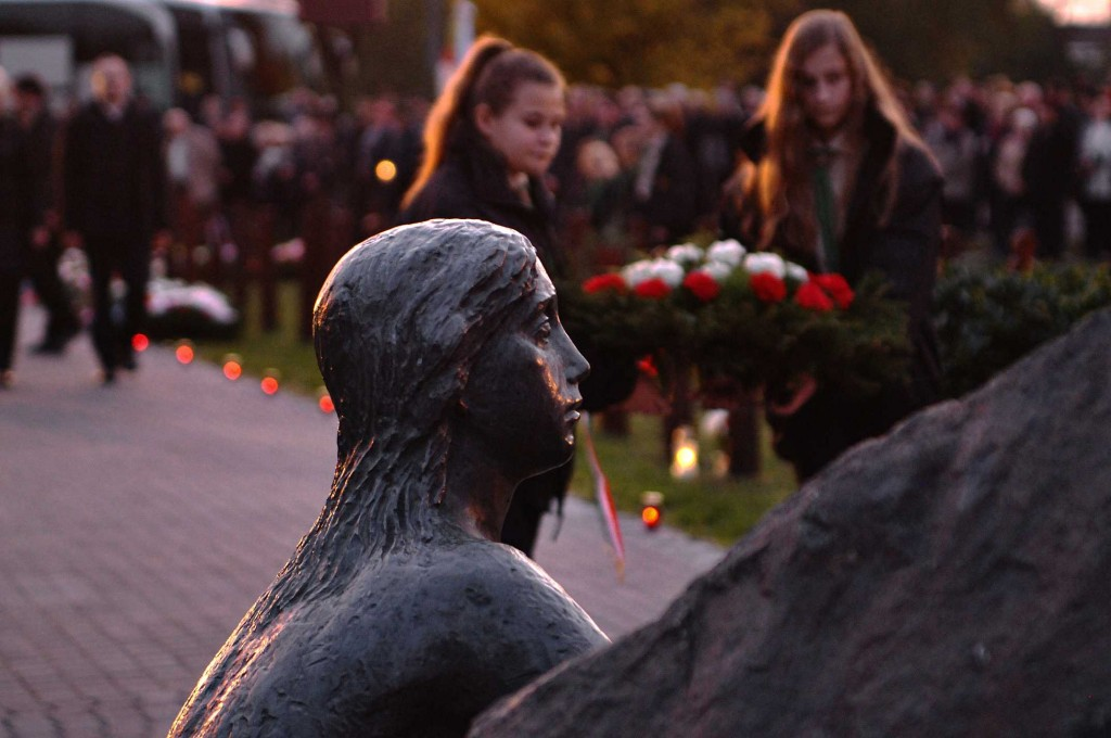 A sortűz áldozataira emlékeztek (galéria)