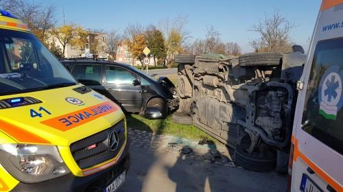Furgon és személyautó ütközött Mosonudvaron