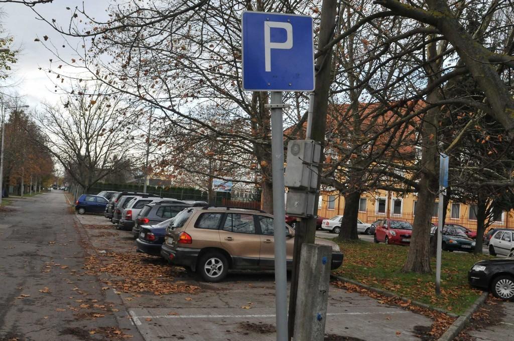 Új fizető parkolók és rendszám a parkolójegyen